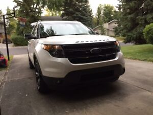 2015 Ford Explorer Sport SUV, fully loaded with dual DVD players