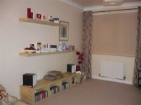 LOVELY ROOM AVAILABLE MONDAY TO FRIDAY IN SEMI DETACHED HOUSE IN SILVERKNOWES (END OF FERRY ROAD)