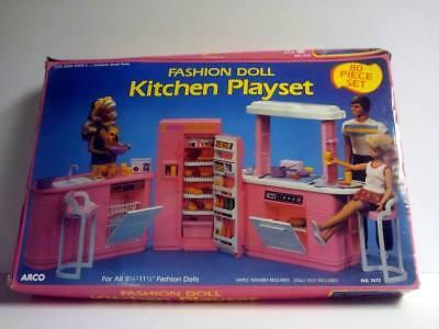 Rare Barbie Fashion Party Kitchen PlaySet (1992)