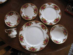 12 place setting Royal Albert Old Country Roses china