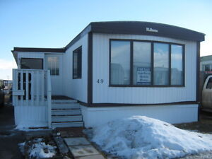 Come have a look at this mobile home in Chateau Estates!!