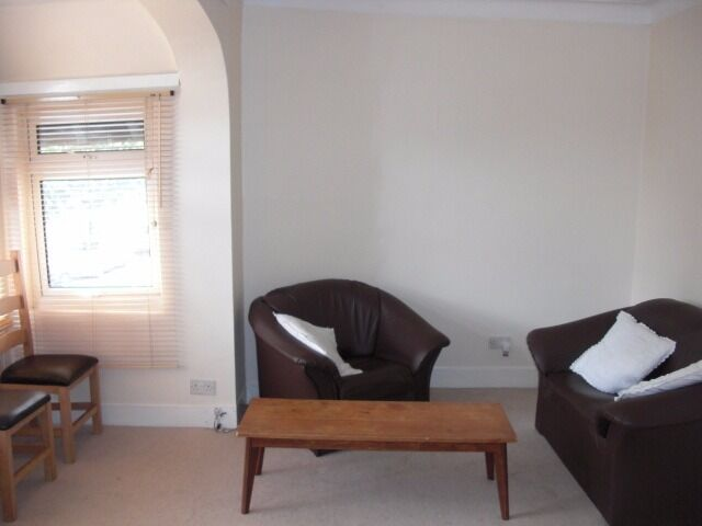 Extremely cheap 1 bed flat in Tooting Bec. Unlikely to last long at this incredible price!