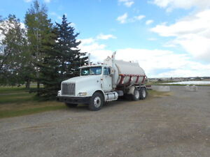 International 9400 water truck with fiberglass tank