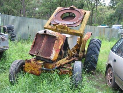FORDSON TRACTOR WITH CRANE FOR SALE Colo Heights Hawkesbury Area Preview