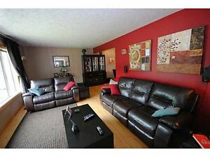 For Rent: 4 Bdr Home in St. Albert