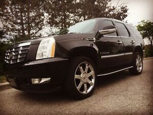 CADILLAC ESCALADE Luxury SUV - Black On Black - 6 Seats