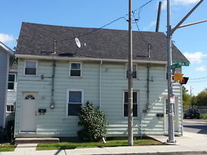 LOVELY 2 BEDROOM APARTMENT CLOSE TO DOWNTOWN - 305 Montreal St Kingston Kingston Area image 1