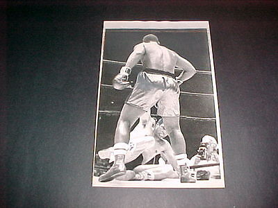 JOE FRAZIER VS RAMOS TKO 1968 ORIGINAL TYPE 2 PHOTO.  PHOTO