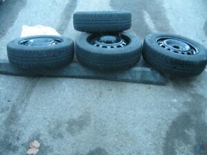 4 pneus d été sur roue  Pirelli  P195/65 R15