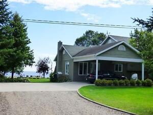 Cottage - bord du Lac St-Jean - Louise Boulanger -ROYAL LEPAGE Lac-Saint-Jean Saguenay-Lac-Saint-Jean image 2