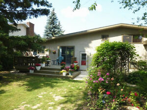 4 Bedrooms Single House - Close to High/Elementary School