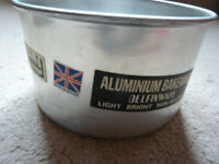 Cake tin 6 inch diameter with lift-out base