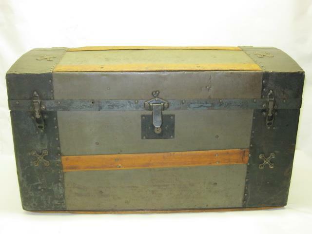 "Vintage Humpback Treasure Chest Trunk  28""x16""x16"""