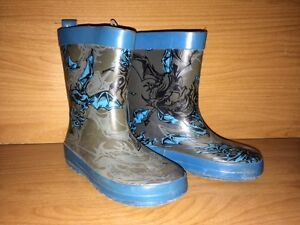 Matching set-Dragon Insulated Rain Coat and Rubber Boots Belleville Belleville Area image 2