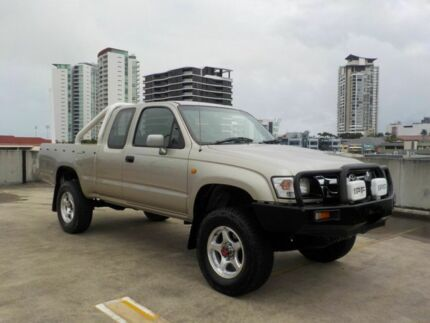 2004 Toyota Hilux VZN172R MY04 Xtra Cab Gold 5 Speed Manual Utility