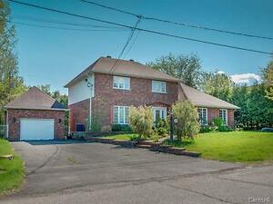 Spacious 5 bedrooms with huge land - Chateauguay
