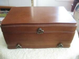 COMPACT VINTAGE WALNUT DRAWERED / SECTIONED LADY'S JEWELRY CASE