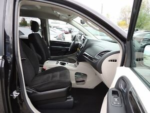 2016 Chrysler Town & Country Touring Windsor Region Ontario image 17