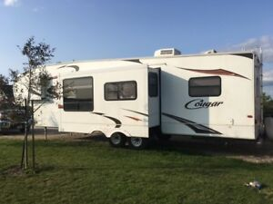 Rv 5th wheel  trailer with bunks