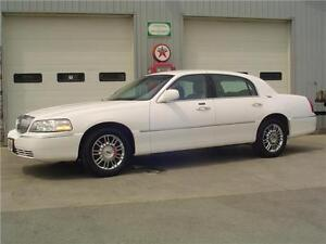 2008 Lincoln Town Car Limited w/ ONLY 58,860 KM's