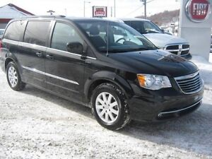 2016 Chrysler Town & Country Touring DVD