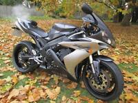 Yamaha YZF R1 SUPER SPORTS MOTORCYCLE