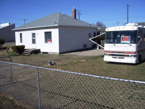 Innisfail Bungalow, Large Fenced Corner Lot,2 Blks To Down Town