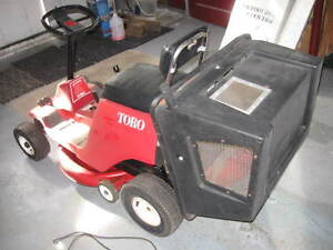 Tracteur tondeuse/ramasse-herbe TORO  325$