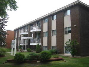 *INCENTIVES* 2 Bd w/ Laminate in Adult Bldg By Oliver Square!~35