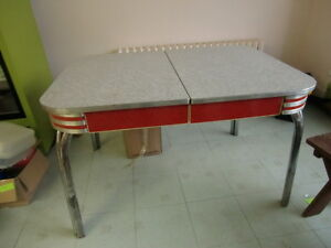 VINTAGE ART DECO METAL KITCHEN TABLE