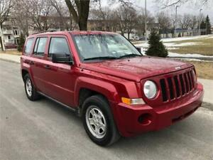 2010 JEEP PATRIOT , MANUEL ,111.000 KM ,4 CYLINDRE , SIEGES CUIR
