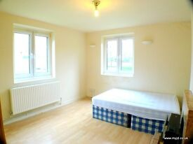 BRIGHT & BIG ROOM CLOSE TO THE STATION! ZONE 2! BILLS INCL!
