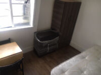 Lovely double room suitable for single person. 1 Min Tube Zone 1. All Bills Inc. PVT L/L Save £!