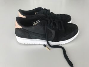 NIKE Air Jordan 1 Low - MENS - 8.5 (LIKE NEW!)