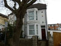 GREAT STUDENT HOUSE FOR SIX PEOPLE - IN HIGH WYCOMBE TOWN CENTRE
