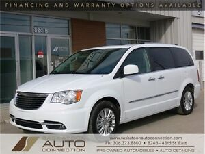 2015 Chrysler Town & Country Limited Edition *** ONLY 25,000 KM