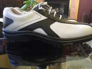 Brand NEW Women GOLF shoes/ Soulier de GOLF NEUF femme