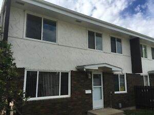 Free First Month Rent-Townhouse Located Northgate.Pet Ok