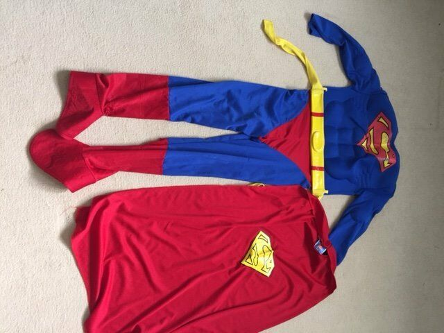 Superman dressing up outfitin Reading, BerkshireGumtree - Superman dressing up outfit suitable for age 5 , includes cape. Perfect for budding superheros!