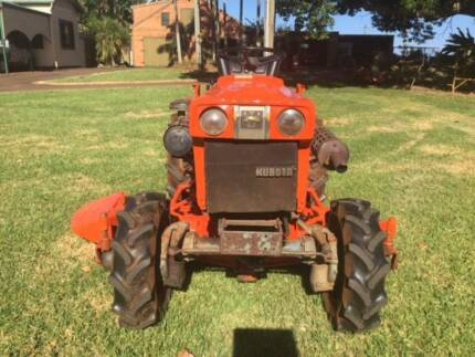 """Kubota B1700 HST Tractor 16hp 4wd with RC60"""" mowing deck"""