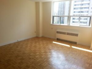 Shared living room for 400$ in downtown (male)
