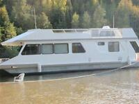 Houseboat For Sale on Lake of the Woods