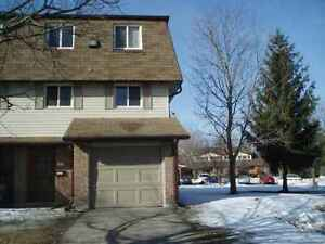 $400 / 500ft2 - ROOM FOR RENT - PETERBOROUGH TOWNHOUSE