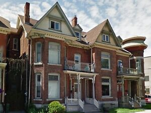 ROOMS FOR RENT IN HUGE 7 BDRM HOUSE NEAR QUEEN'S - 208 Bagot St