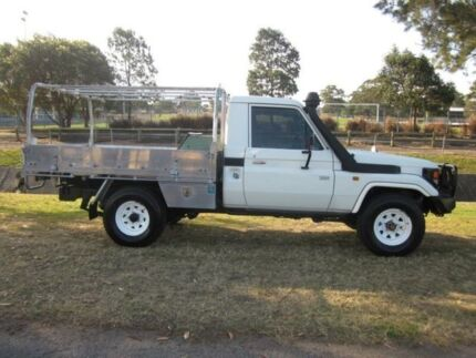 2005 Toyota Landcruiser HZJ79R (4x4) White 5 Speed Manual 4x4 Cab Chassis Tighes Hill Newcastle Area Preview