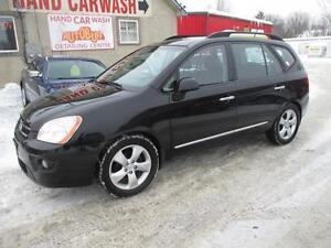 2009 KIA RONDO V6 // 3RD ROW //  LEATHER & HEATED SEATS