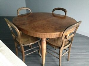 Antique dining table + 4 chairs