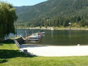 Immaculate, Waterfront condo on Mara Lake!
