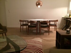 Table a diner marbre blanc ovale et 6 chaises designer for Kijiji montreal table de salle a manger en melamine blanc