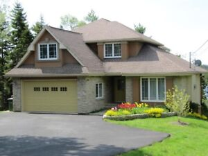Spectacular lakefront house for rent in Kingswood!